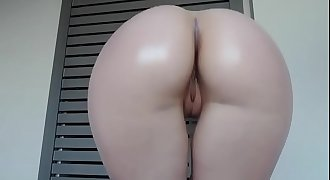 Sexy oiled pawg at it again...omg