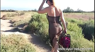 Flashing my figure naked by going to the beach