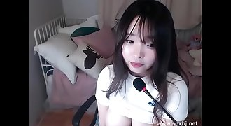 Korean girl masturbates on cam
